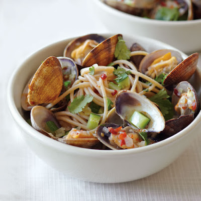 Spaghetti with Asian-Flavored Clams and Zucchini