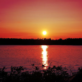 Sunset over Long Pond by Michelle Agnese - Instagram & Mobile Android ( sunset, relaxation, bold colors )