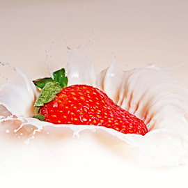 strawberry milk bath by Mike S Candleghost - Food & Drink Fruits & Vegetables ( flash, mike s, high speed photography, milk, nikon, strawberry, 1/8000s )