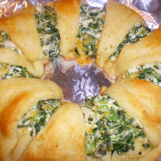 Spinach Chicken Wreath