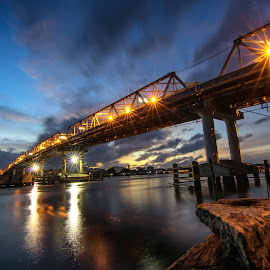 Kapuas  by Dedi Wahyudi - Buildings & Architecture Bridges & Suspended Structures ( indonesia, night, bridge )