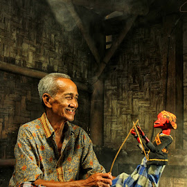 Bermain Golek by Dendy Ariandy - People Portraits of Men