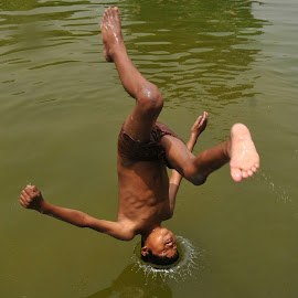 Children dive the pond at inida gate  by Hemant Rawat - City,  Street & Park  City Parks
