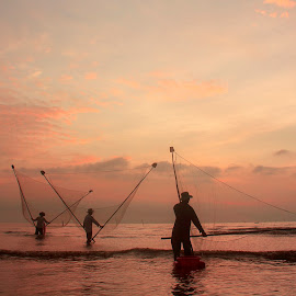 Working in dawn - VIETNAM by Tuấn Anh - Landscapes Beaches ( work, water, dawn, sky, sea, beach, landscape )