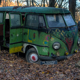 VW T1 by Greg Warnitz UE - Transportation Automobiles ( vw, urban, t1, old, abandoned, decay )