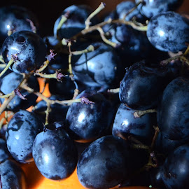 sunny grapes by Bogdan Mihaileanu - Food & Drink Fruits & Vegetables ( fresh, grapes, fruits and vegetables )