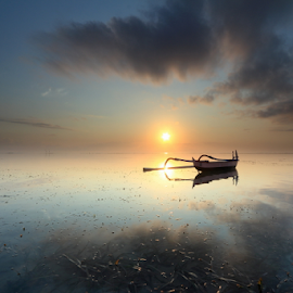 Sunrise by Gede Widiarsa - Landscapes Sunsets & Sunrises ( bali, karangbeach, sanur, sunrise, boat )