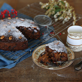 HONEY SWEETENED CHRISTMAS CAKE WITH BLUEBERRIES, APRICOTS & FIGS