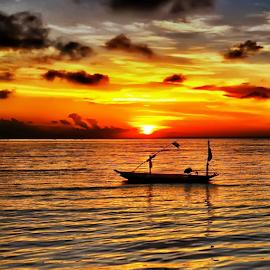 this morning by Sam Hidayat - Instagram & Mobile Android ( laut, pantai, pagi, perahu )