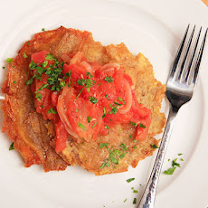 Patacones Con Hogao (Colombian-style Fried Plantains with Tomato-onion Sauce)