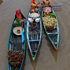 Sharing by Rifki Muslim - City,  Street & Park  Markets & Shops ( lokbaintan, floatingmarket, southborneo, morning, boat, river )