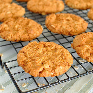 Anzac Biscuits (Golden Oatmeal Cookies)
