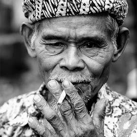 sesepu kampung naga by Tommy Tyo - People Portraits of Men