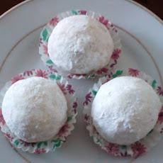 Favourite Mexican Wedding Cakes - Pecan Cookie Balls!