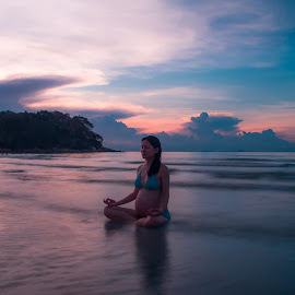 Motherhood by Michael Pua - People Maternity ( bintan, sunset, beach, mayang sari, yoga,  )