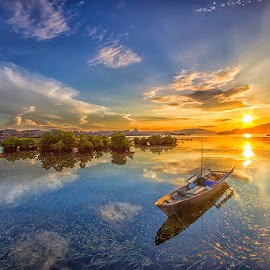 Rising sun by Ipin Utoyo - Landscapes Sunsets & Sunrises