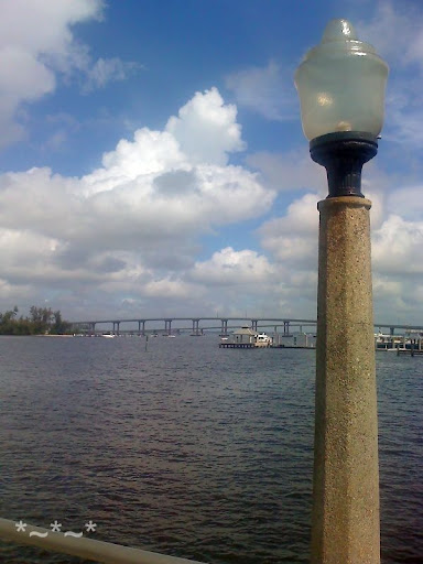 Lamp post on the dock, Caloosahatchee River, looking north