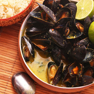 Steamed Mussels With Thai-Style Coconut-Curry Broth