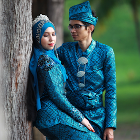 Pengantin Melayu by Iz Fotografi Art Works - Wedding Bride & Groom ( malaysian, malay wedding, malaysia traditonal wedding, malay, malaysia wedding photographer, malaysia, malaysian wedding )