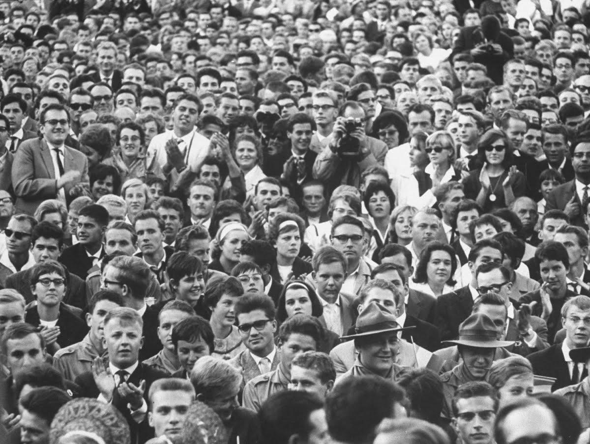 Zuschauer der Rede de Gaulle in Ludwgsburg, 1962.