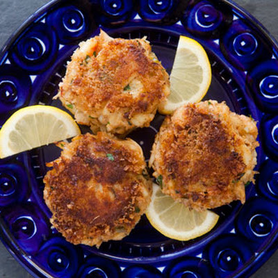 crab cakes spicy crab cakes with horseradish mayo crab cakes spicy ...
