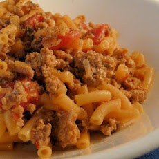 Beefy Macaroni and Cheese With Tomatoes
