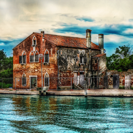 Venice, isle of Mazzorbo by Andrea Conti - Buildings & Architecture Homes ( venezia, isle, building, laguna, mazzorbo, venice, sea, ruins, house, canal, italy )