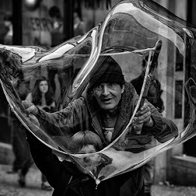 Fragil Equilibrio by Jaime Carvalho - Black & White Street & Candid ( Emotion, portrait, human, people,  )