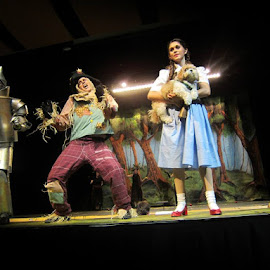 Thoroughly Modern Productions The Wizard of Oz by Rob London - People Musicians & Entertainers (  )