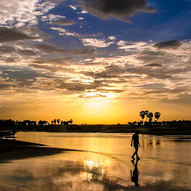 Last light by Mahul Mukherjee - Landscapes Sunsets & Sunrises ( water, nature, sunsetman, cloud )