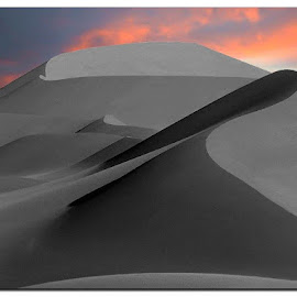 Sunrise in the Desert - Marocco - Africa  by Luigi Alloni - Landscapes Deserts ( desert sunrise curves dunes maroc )