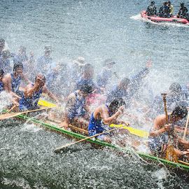 long boat copetititors by Komkrit Muangchan - Sports & Fitness Watersports ( thailand, hin, hua, boat, long, competition )