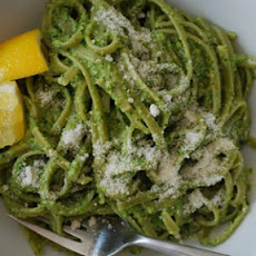 Spinach Pasta with Asparagus Pesto