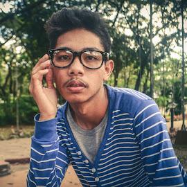 Under the glasses by Allen Villaflor - People Fashion ( alingjoy, manguerra, fashion, pup, emil, youth, coc, people, portrait )