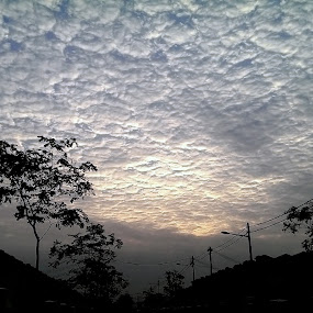 My Neighbourhood by Mohd Rashidin Ideres - Instagram & Mobile Android ( selangor, cloud, cloud formation, malaysia, landscape )