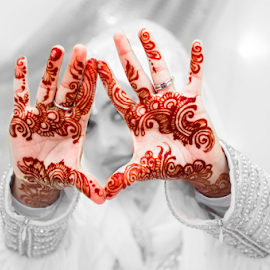 Mehendi by Irfaan Hussein - Wedding Details ( henna, mehendi, black and white, wedding, beautiful, bride )