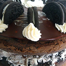 Cookies & Cream Oreo Look-Alike Cake