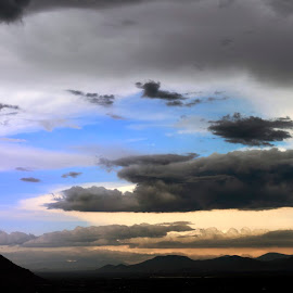 atardecer nublado by Heriberto Balbuena - Landscapes Cloud Formations ( clouds, landscape, rain )