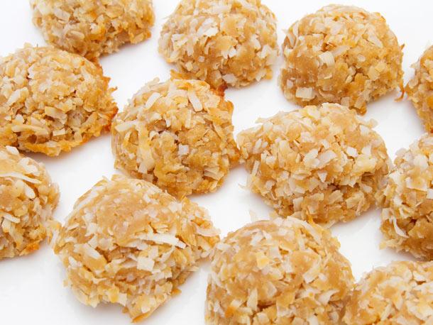 Peanut Butter Coconut Macaroons Recipe | Yummly