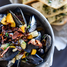 Honey Beer Steamed Mussels with Herb Butter Baguettes