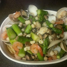 Seafood and Asparagus with Linguine