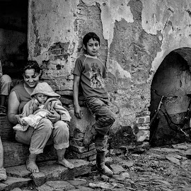 Family, poor but beautiful  - Daia, Mures by Mirela Savu - People Family ( mother, village, family, white, children, black )