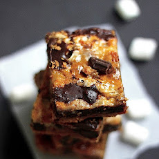 5 Ingredient Caramelized S'mores Cookie Bars