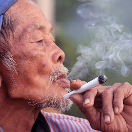mbah sandung #1 by Arief Hartawan - People Portraits of Men