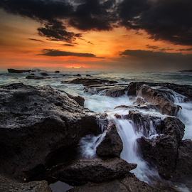 small sunset by Raung Binaia - Landscapes Waterscapes