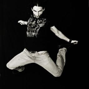 Ju An Cho by Pablo Barilari - People Portraits of Men ( young men, boy, man, jump )