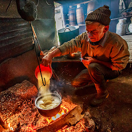Nea Dumitru face mamaliga by Sveduneac Dorin Lucian - People Portraits of Men ( breakfast, romania, bucovina, light, fire )
