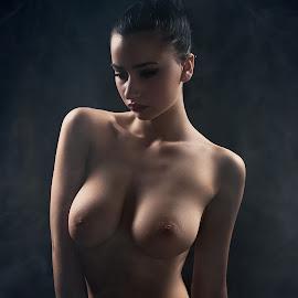 by Shaheen Razzaq - Nudes & Boudoir Artistic Nude ( female, woman )
