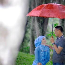 red umbrella by Hardy Hideung - People Couples