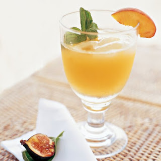 Peach Margaritas with Peach Wedges